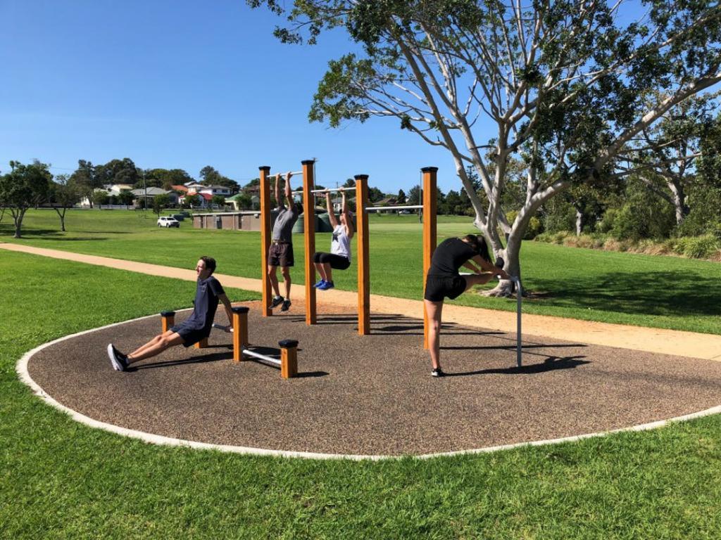 Занятия на детской площадке