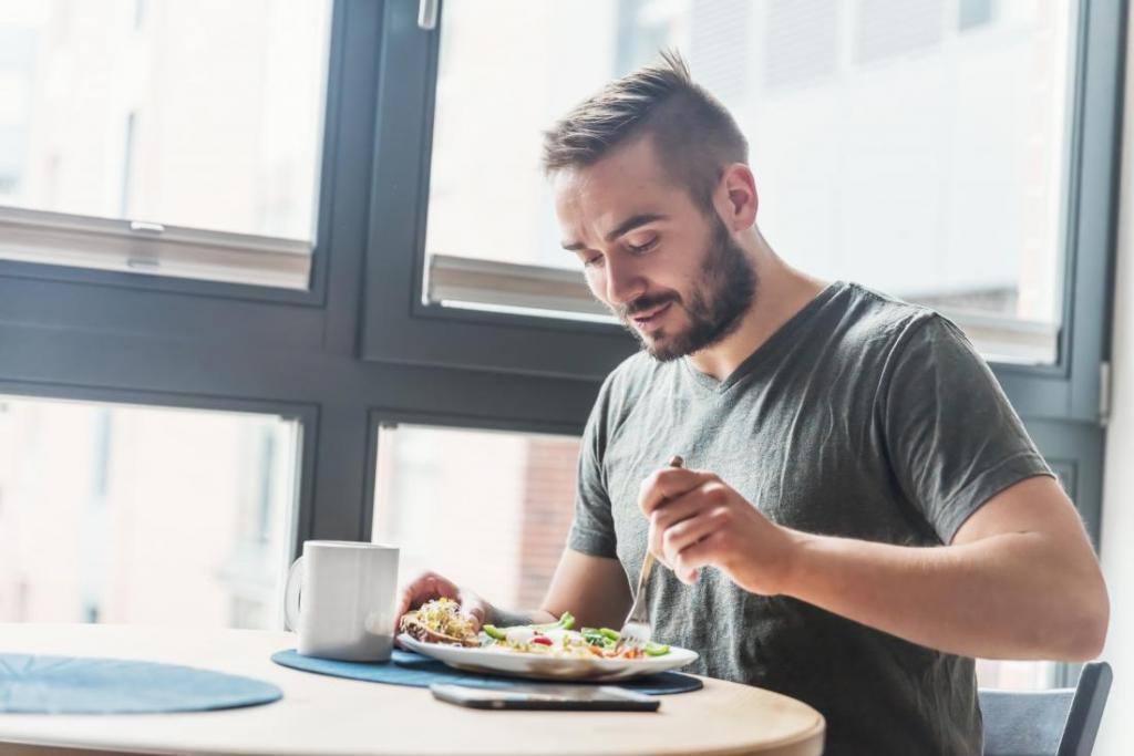 Фотографии обедающих мужчин